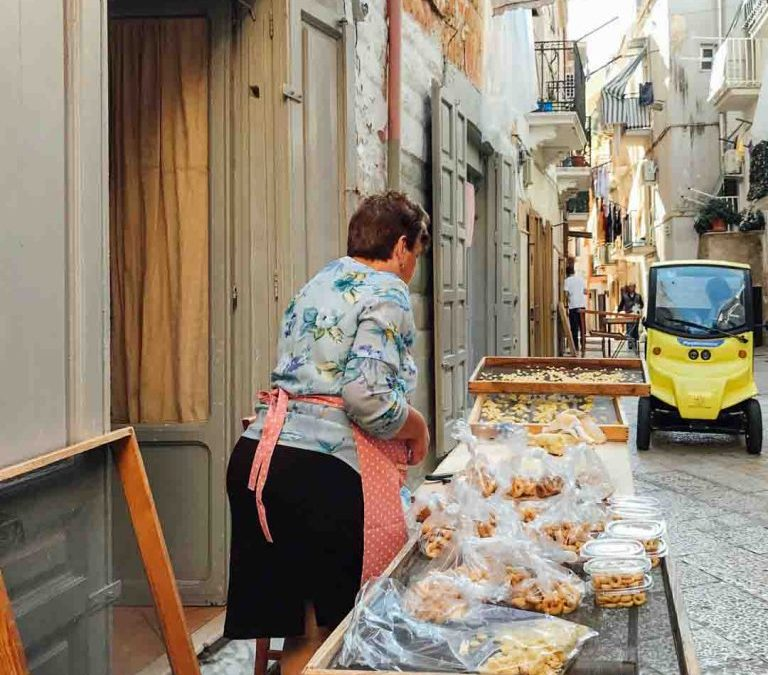 A journey through the Puglia of street food: a sensory experience on foot, by bicycle or on board a rickshaw